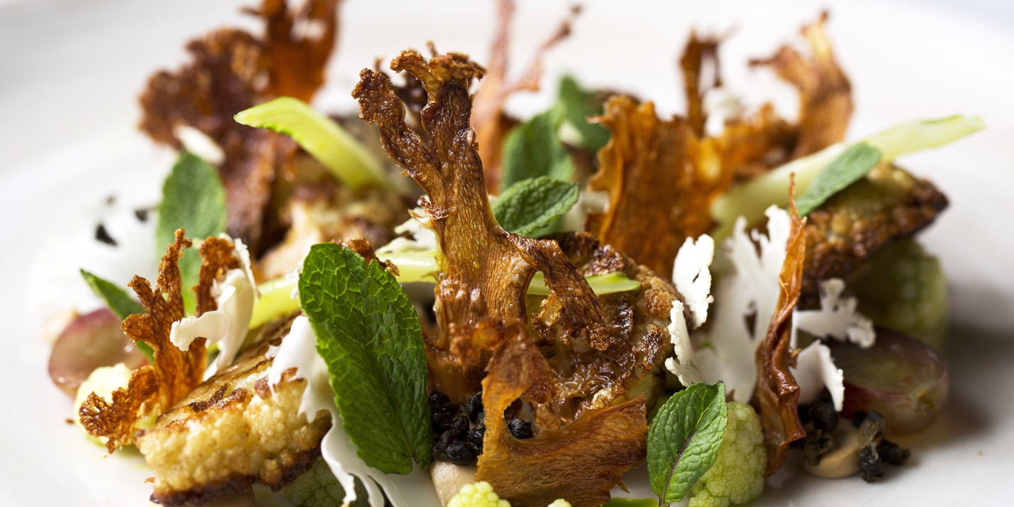 Yeasted cauliflower, raisins, capers and mint