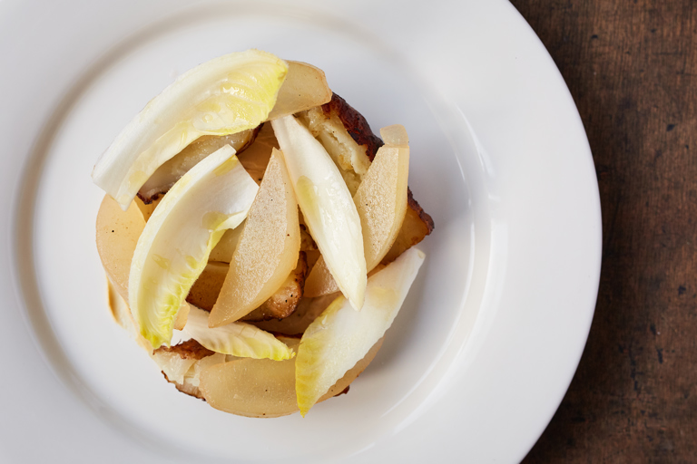 Jerusalem artichokes with pickled pears and yeast