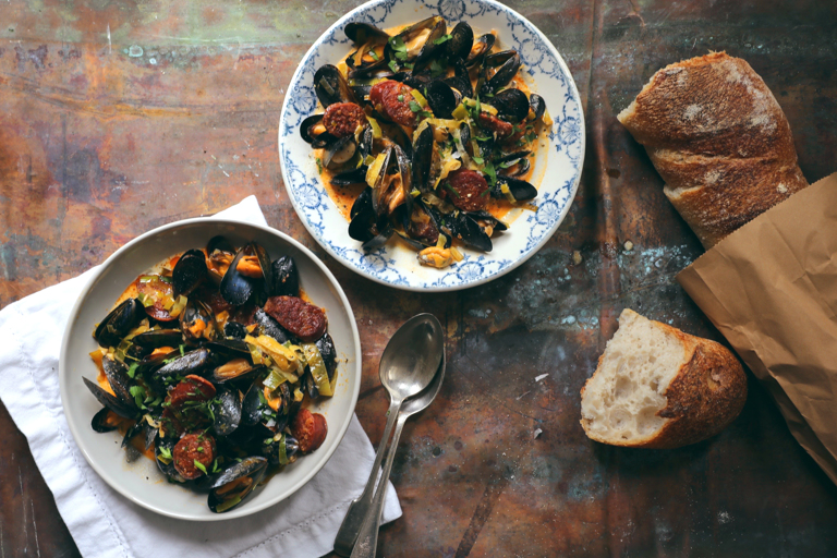Steamed mussels with cider, leeks and chorizo