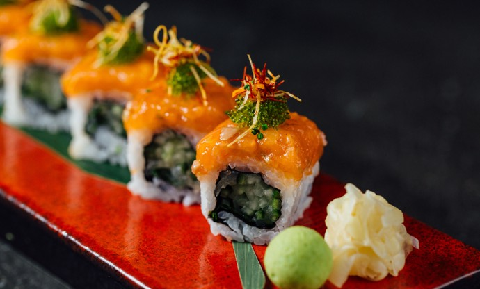 Spicy salmon uramaki