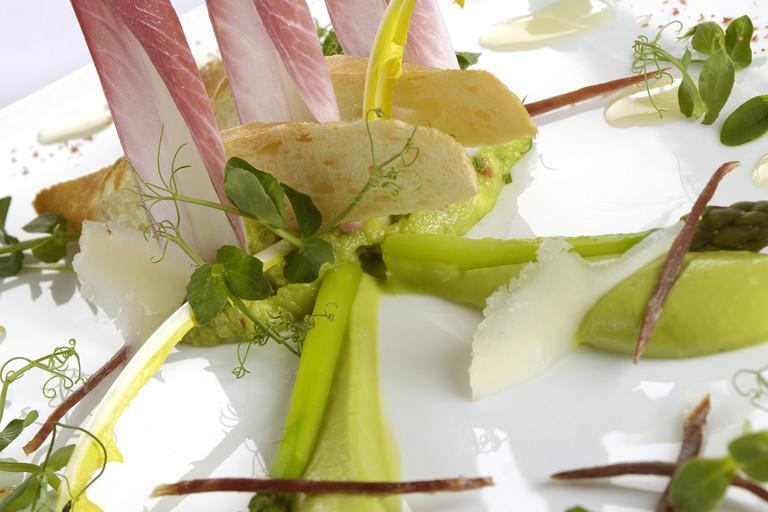 Avocado and asparagus salad, Bellota ham, lemon oil dressing