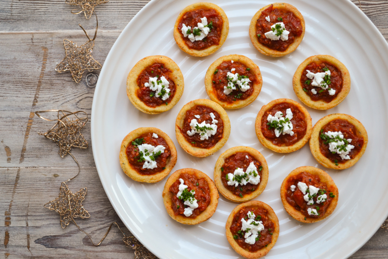 Mini polenta tartlets with Piccolo tomato, goat's cheese and chives