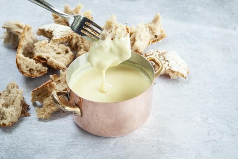 Le Gruyère AOP fondue with sourdough