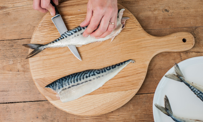 How to fillet a mackerel