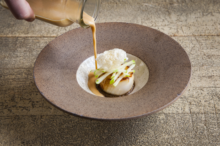 Scallop with apple and chicken gravy
