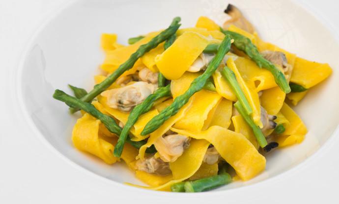 Maltagliati pasta with clams and wild asparagus
