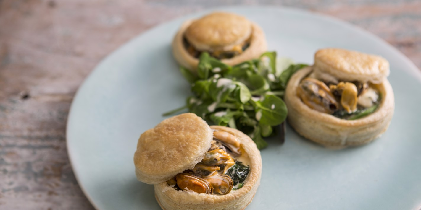 Vol-au-vents of mussel, spinach and roquefort