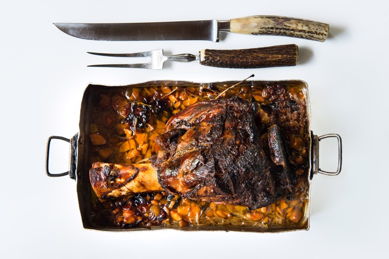 """Roasted veal shin in the old bread oven and potatoes """"in tecia"""""""