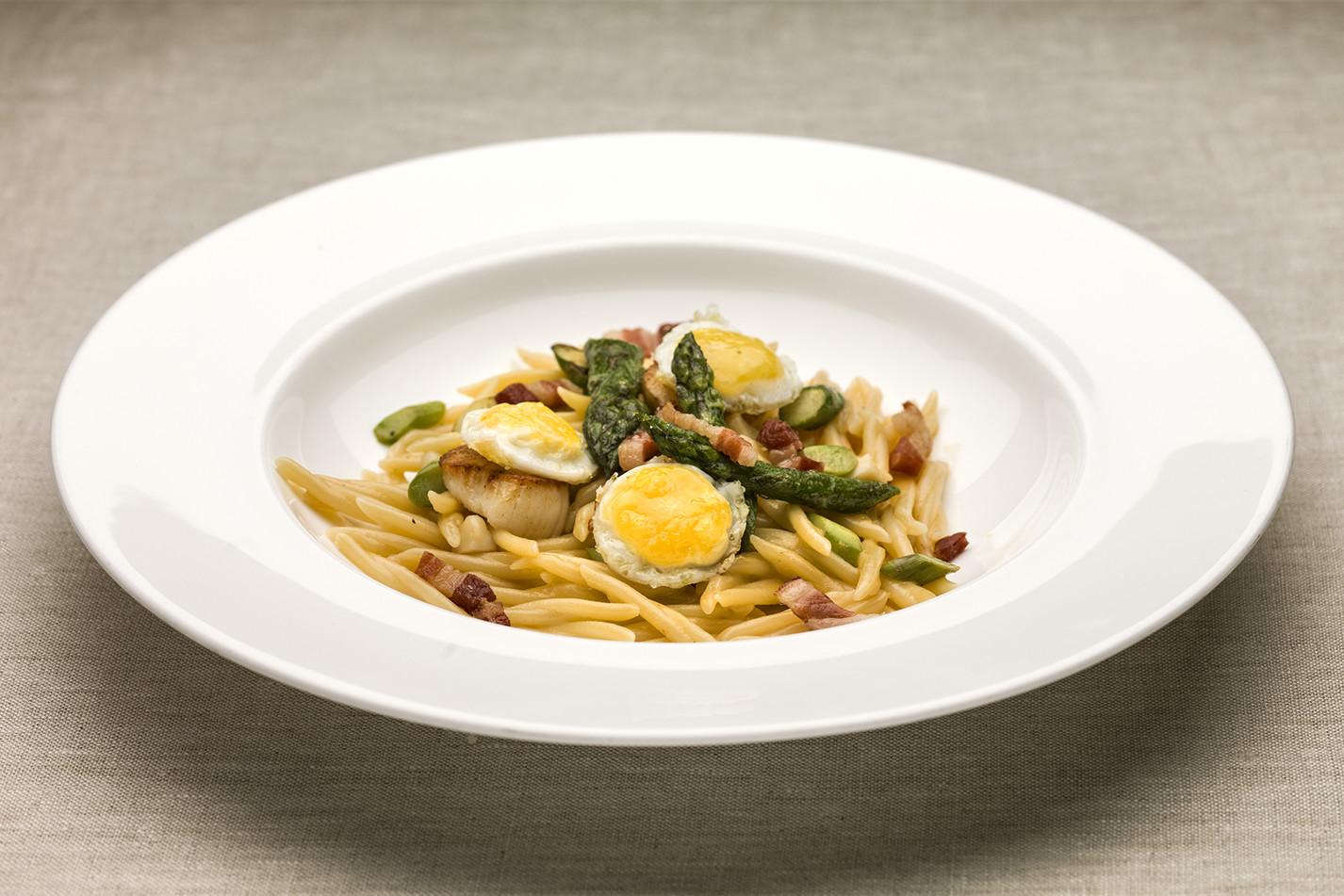 Yoshi Yamada, Japan – Trofie with pan-fried scallops, pancetta, asparagus and quail eggs