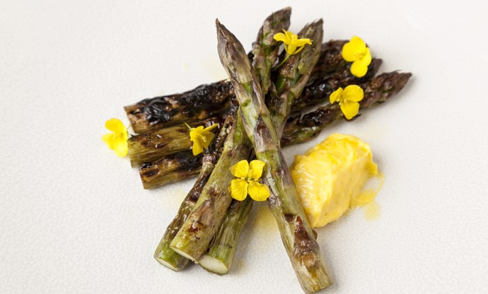 Barbecued asparagus with rapeseed mayonnaise