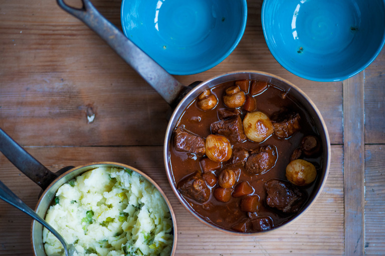 Beef stew with mash and leeks