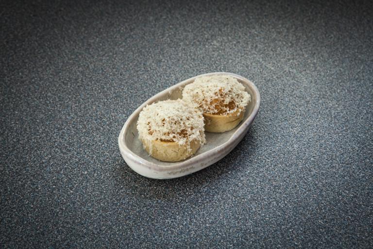 Cornish crab tartlet with Stichelton
