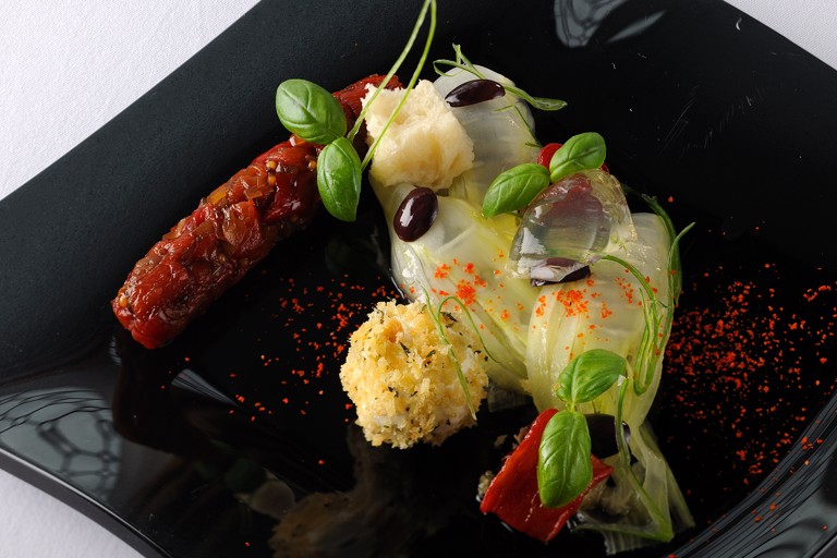 Panzanella with goat's cheese and tomato jelly