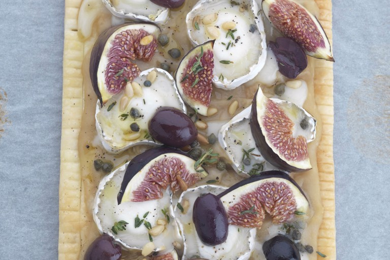 Warm puff pastry tart with goat's cheese, figs, olives and capers