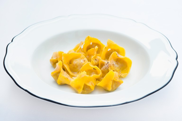 Capon tortellini with jerusalem artichoke, vermouth, and cloves
