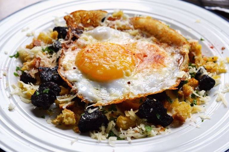 Duck egg, black pudding and sourdough crumbs with Le Gruyère AOP 'Reserve'