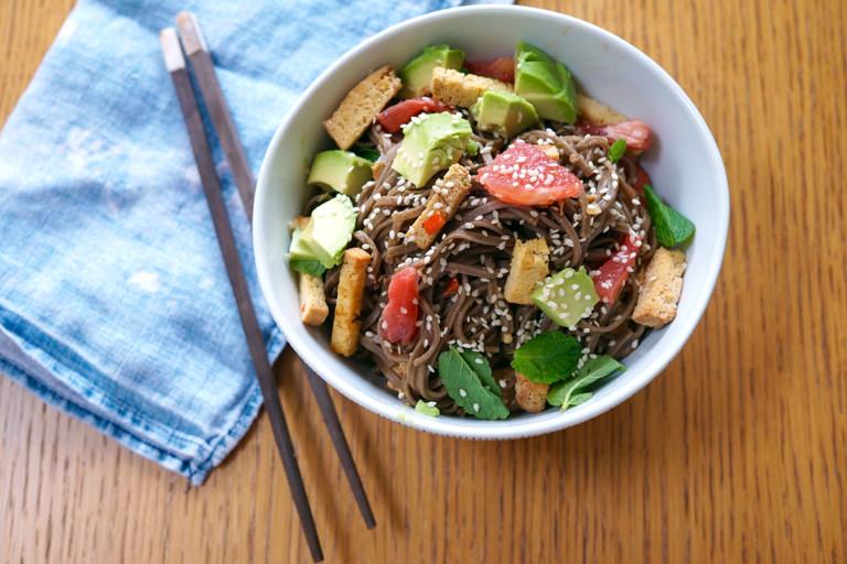 Smoked tofu stir-fry with soba noodles, avocado and grapefruit