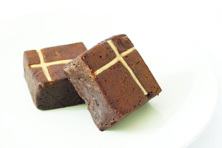 Hot cross bun brownie