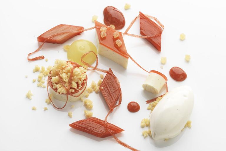 Vanilla panna cotta, rhubarb, ginger