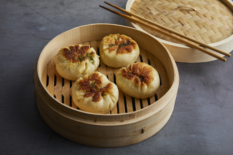 Spring onion, chive and mushroom bao