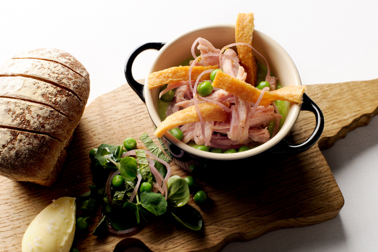 Ham hock with pea purée and wholemeal bread