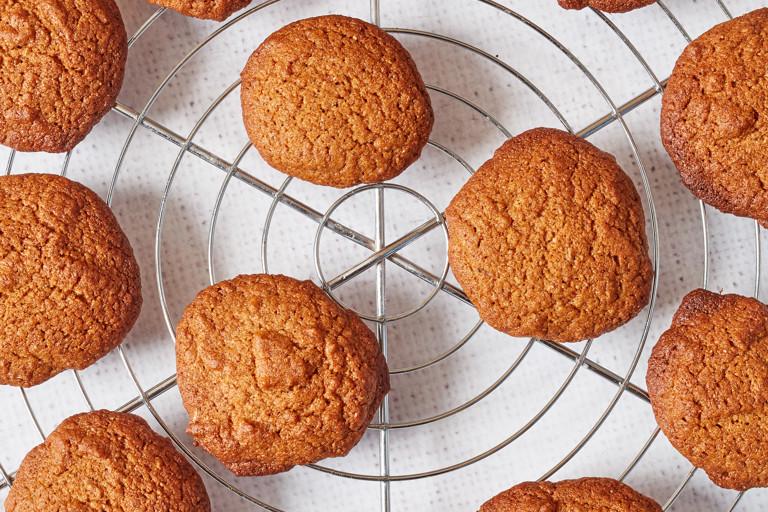 Honey and cinnamon spelt cookies