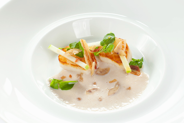 Roast scallops with chestnut velouté, maple syrup, apple, pancetta and watercress