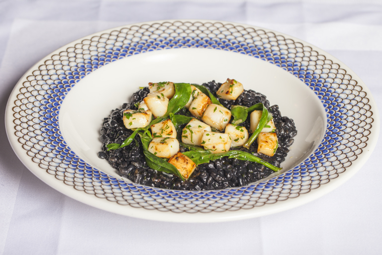 Spelt cooked in ink with squid and sea aster