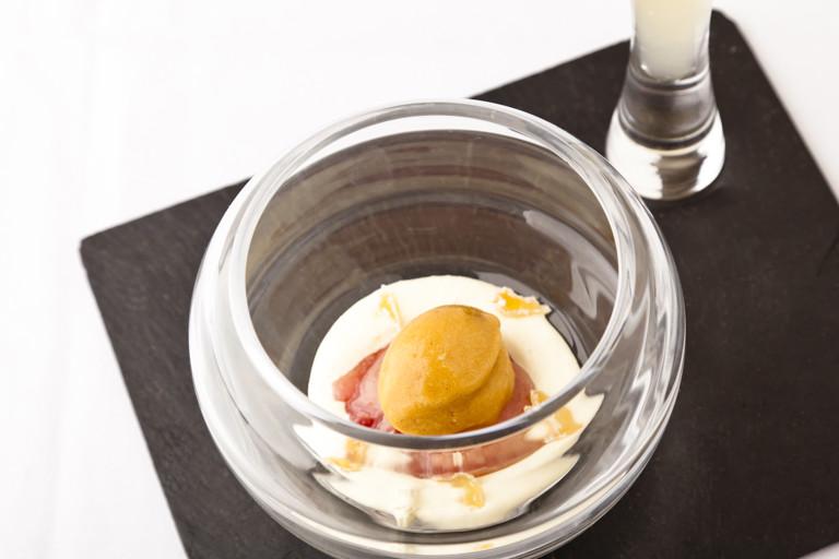 Poached peach, lemon cream and vanilla lemonade