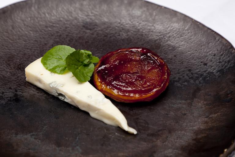 Pear tarte tatin with Gorgonzola