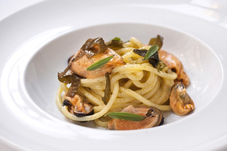 Spaghetti with garlic, oil, chilli, mussels and sour seaweeds