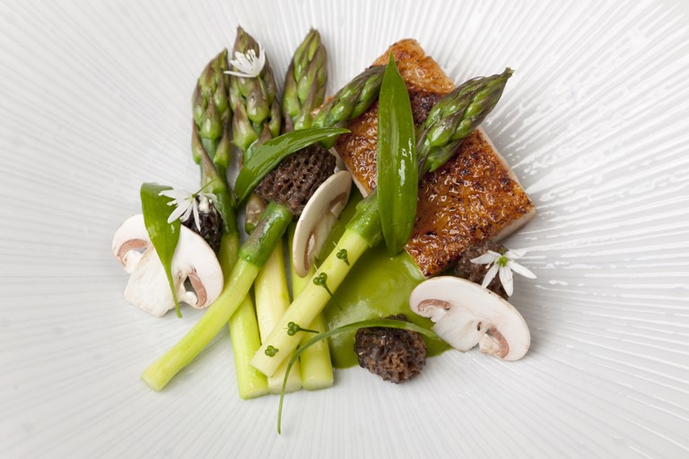 Chicken with wild garlic and asparagus