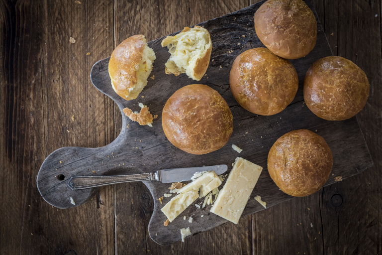 Cheese and saffron rolls