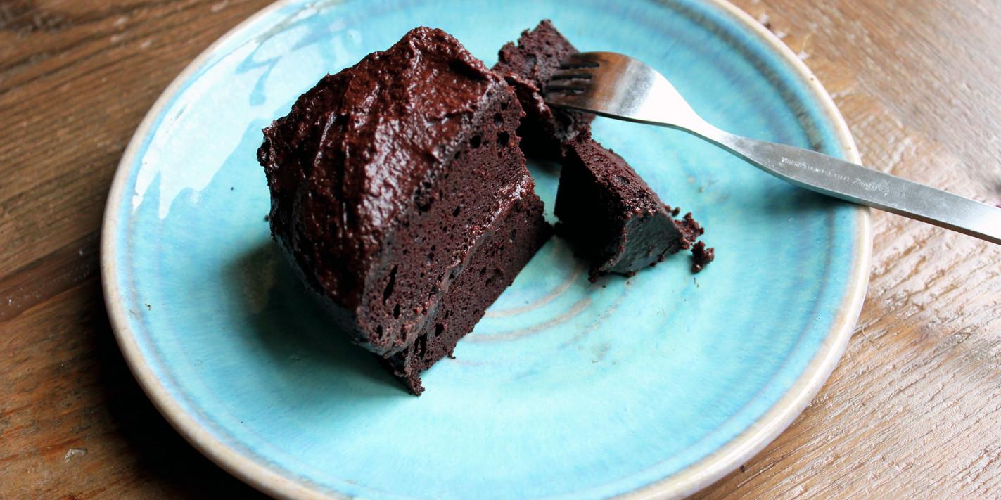 Gluten and sugar-free chocolate supreme cake