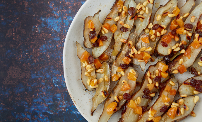 Artichokes with raisins, pine nuts and apricots